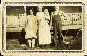 Hattie and George Jones holding baby Earlene