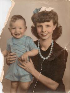 doris-grayson-with-son-during-war